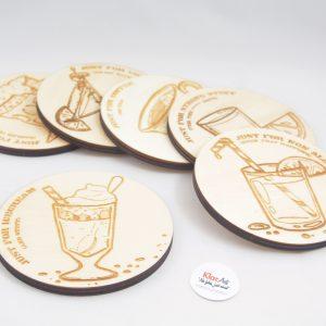 KlarArt - Drink, unikatni leseni podstavki za kozarce z avtorsko ilustracijo